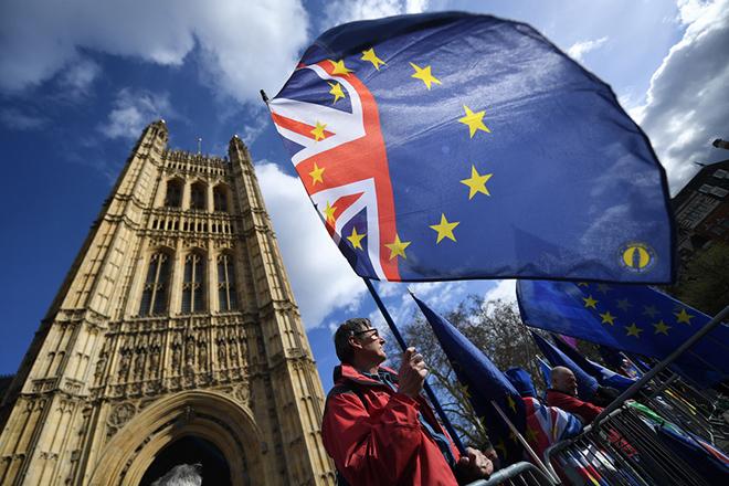 Δημοσκόπηση Reuters: Πιο πιθανό το no Brexit από το no deal Brexit