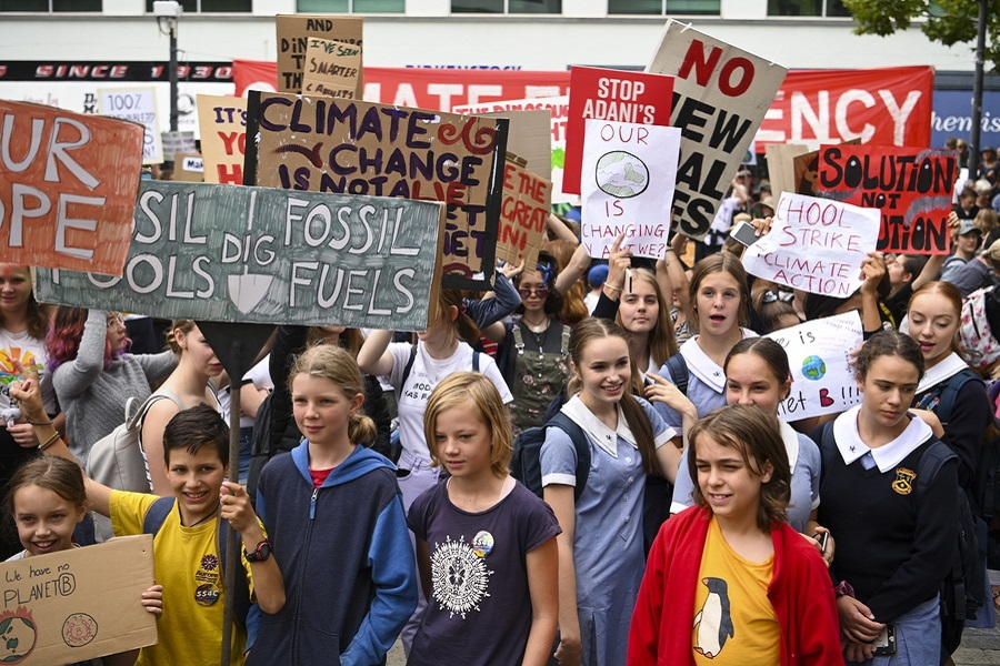 epa07438152 Students attend a Climate strike protest in Canberra, Australia, 15 March 2019. Hundreds of thousands of students are expected to strike worldwide demanding urgent political action on climate change.  EPA/LUKAS COCH  AUSTRALIA AND NEW ZEALAND OUT