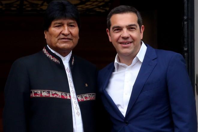 Ο πρωθυπουργός Αλέξης Τσίπρας υποδέχεται τον Πρόεδρο της Βολιβίας Εβο Μοράλες (Evo Morales) στη συνάντησή τους στο Μέγαρο Μαξίμου, Αθήνα, Παρασκευή 15 Μαρτίου 2019. ΑΠΕ-ΜΠΕ/ΑΠΕ-ΜΠΕ/ΟΡΕΣΤΗΣ ΠΑΝΑΓΙΩΤΟΥ