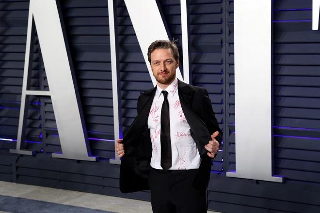Ο Τζέιμς ΜακΑβόι πουλάει το υπογεγραμμένο πουκάμισο που φόρεσε στα Όσκαρ