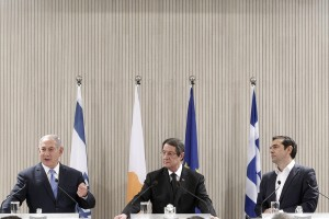 epa06718842 Cypriot President Nicos Anastasiades (C) Israeli Prime Minister Benjamin Netanyahu (L) and Greek Prime Minister Alexis Tsipras  (R) attend a press conference at the Presidential Palace in Nicosia, Cyprus, 08 May 2018.  Cyprus, Greece and Israel are holding a tripartite economic relations meeting on energy in Nicosia aimed at establishing greater cooperation in the eastern Mediterranean.  EPA/YIANNIS KOURTOGLOU / POOL