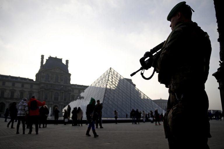Στους δρόμους της Γαλλίας και ο στρατός για τα «Κίτρινα Γιλέκα»