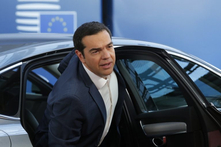 To Βloomberg ειρωνεύεται τον Τσίπρα: O ειδικός στην ανατροπή δημοψηφισμάτων, πιστεύει ότι και το Brexit μπορεί να ανακληθεί