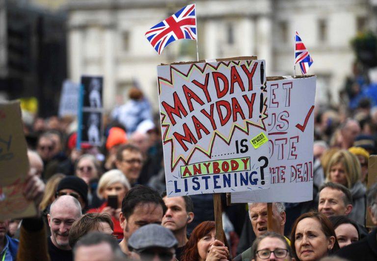 Πυρετώδεις διαβουλεύσεις της Τερέζα Μέι με βουλευτές σε αναζήτηση λύσης στο αδιέξοδο του Brexit