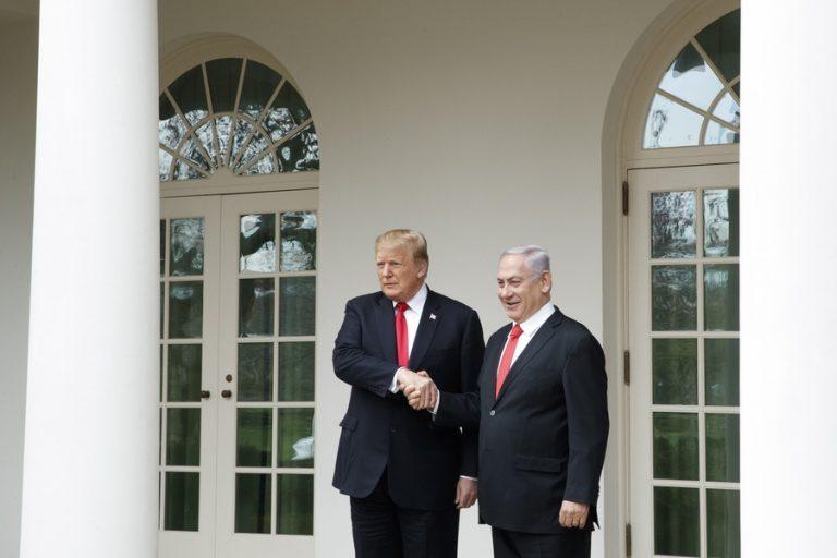 Με την υπογραφή Τραμπ οι ΗΠΑ αναγνωρίζουν επίσημα την κυριαρχία του Ισραήλ στα Υψίπεδα του Γκολάν