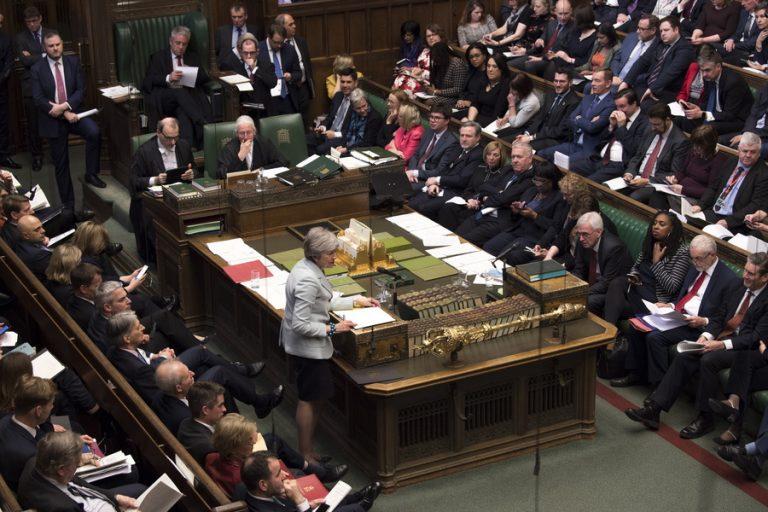 Τι θα γίνει τώρα στο βρετανικό κοινοβούλιο; Απλές απαντήσεις σε ένα πρωτοφανές πολιτικό χάος