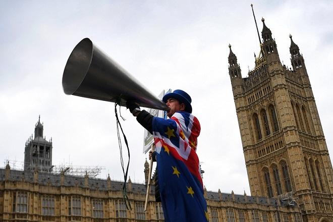 Η σκληρή πραγματικότητα του Brexit: Αριθμοί που ζαλίζουν, το επερχόμενο χάος και οι… αμφιβολίες του Θεού