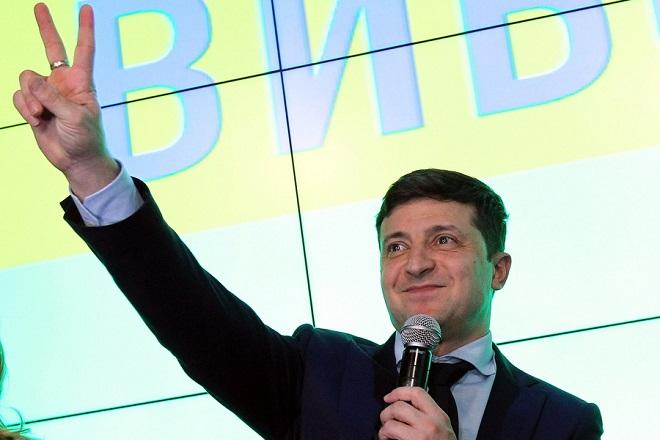 Ουκρανία: Ο κωμικός Βολοντίμιρ Ζελένκσι νικητής του πρώτου γύρου