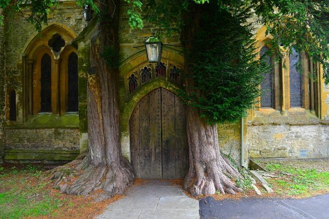 St Edward's Church: Εκκλησία ή πύλη στον κόσμο του Τόλκιν;