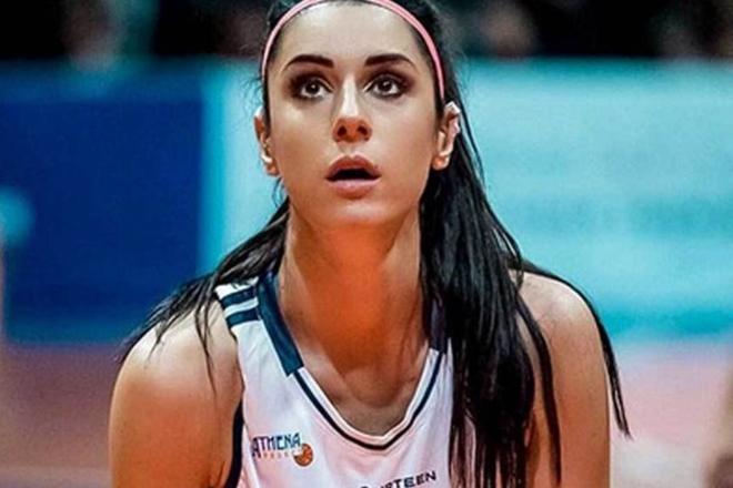 Μια φωτογραφία της πανέμορφης μπασκετμπολίστριας και μοντέλου από την Ιταλία που συγκλόνισε όλους