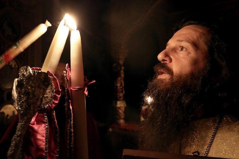 Στην Αθήνα σήμερα το απόγευμα το Άγιο Φως – Δεν θα διανεμηθεί σε ναούς και πιστούς