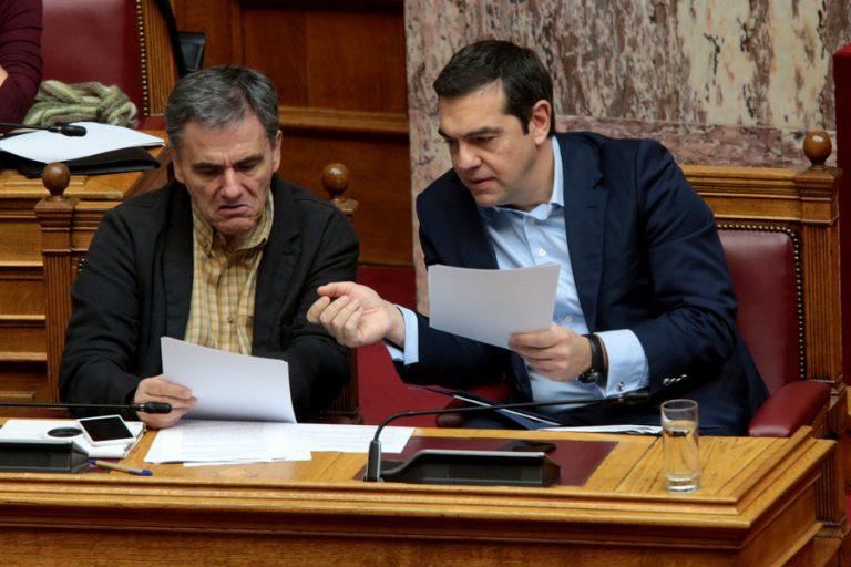 Με υποσχέσεις για φοροελαφρύνσεις επιχειρεί να ανατρέψει το πολιτικό κλίμα ο Αλέξης Τσίπρας