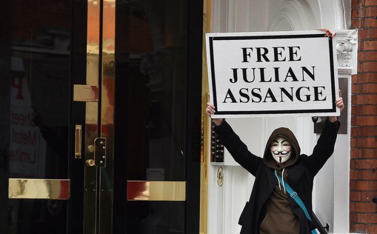 Τζούλιαν Ασάνζ: Πέντε γεγονότα για τον ίδιο και τον ιστότοπό του WikiLeaks