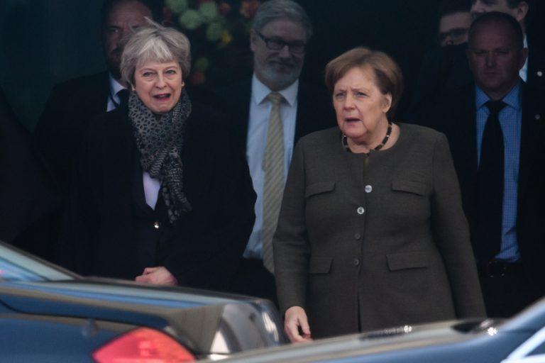 Καμία είδηση από το ραντεβού Μέρκελ – Μέι στο Βερολίνο