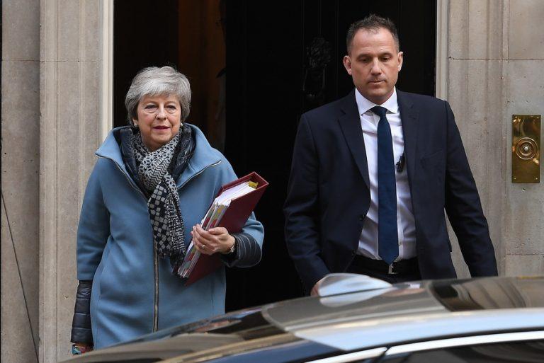 Έτοιμοι να δώσουν κι άλλο χρόνο για το Brexit οι 27 της ΕΕ, αρκεί να τους πείσει η Τερέζα Μέι