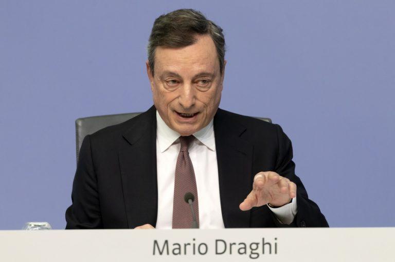 Ντράγκι: Ασθμαινική η ανάπτυξη στην ευρωζώνη, αλλά γλιτώνει την ύφεση