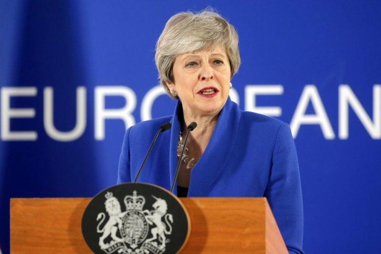 Τερέζα Μέι: Εγγυημένα τα δικαιώματα των Ελλήνων που μένουν στη Βρετανία