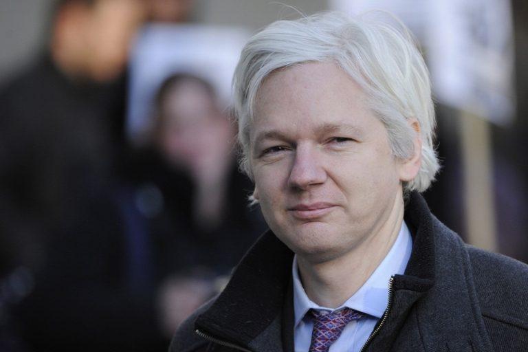 Μπαράζ κατηγοριών κατασκοπείας κατά του Ασάνζ από τις ΗΠΑ