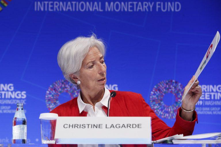 «Συνθηκολόγηση» στον εμπορικό πόλεμο ΗΠΑ-Κίνας βλέπει η Λαγκάρντ