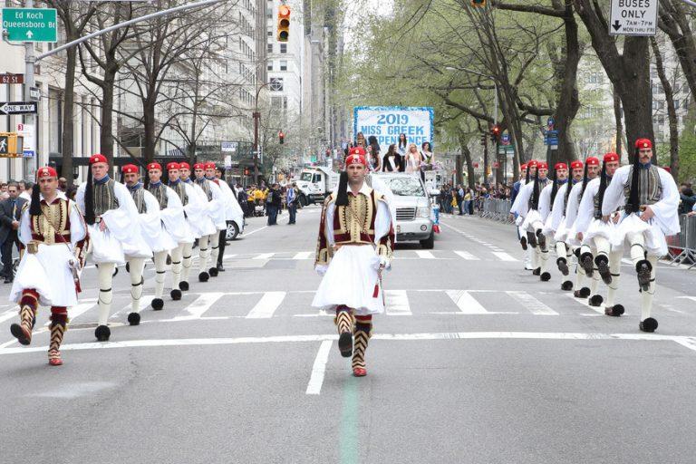 Χιλιάδες Ελληνοαμερικανοί παρέλασαν στην 5η Λεωφόρο του Μανχάταν (Φωτογραφίες και βίντεο)