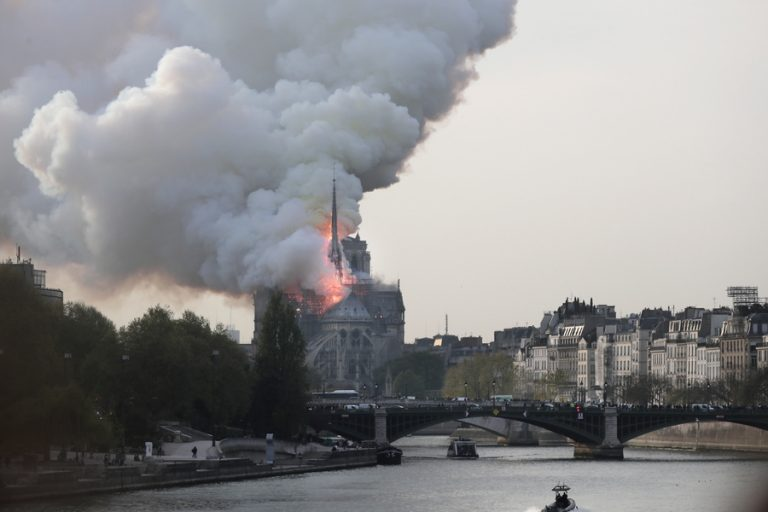 Notre Dame: Οι έρευνες επικεντρώνονται στο ενδεχόμενο του βραχυκυκλώματος