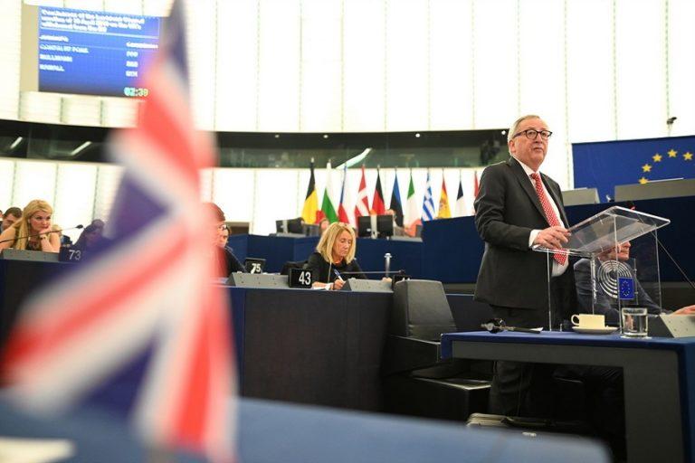 Ενωτικό κάλεσμα Γιούνκερ: Να προχωρήσουμε ενωμένοι ως Ευρωπαίοι χωρίς να μπει εμπόδιο το Brexit