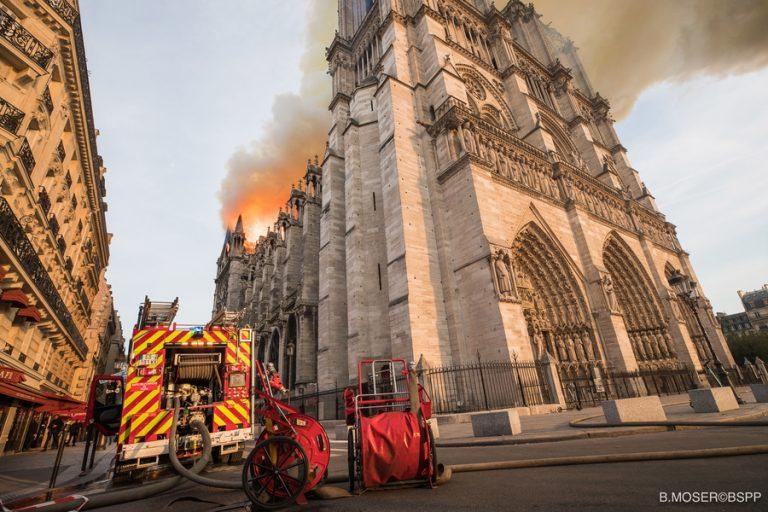 Που εκτιμούν οι αρχές ότι οφείλεται η πυρκαγιά στην Παναγία των Παρισίων