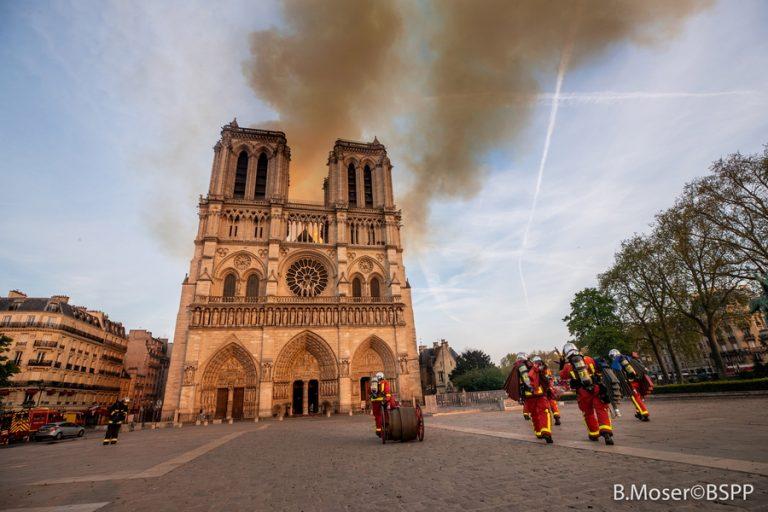 Αντέχει την καταστροφή το κτίριο της Παναγίας των Παρισίων παρά τα «ευάλωτα σημεία»