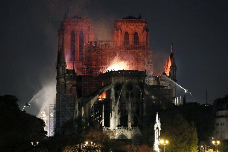 «Γκάφα» τoυ YouTube: Συνέδεσε βίντεο της πυρκαγιάς στην Παναγία των Παρισίων με την 11η Σεπτεμβρίου