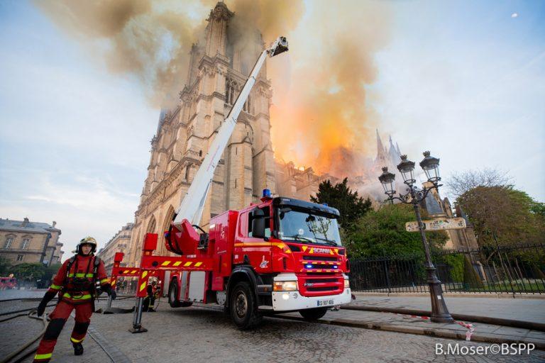 Ατύχημα προκάλεσε πιθανότατα την καταστροφική πυρκαγιά στην Παναγία των Παρισίων