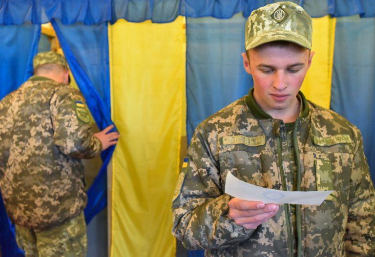 Οι Ουκρανοί έτοιμοι να ταράξουν το status quo – Σήμερα ο δεύτερος γύρος των προεδρικών εκλογών