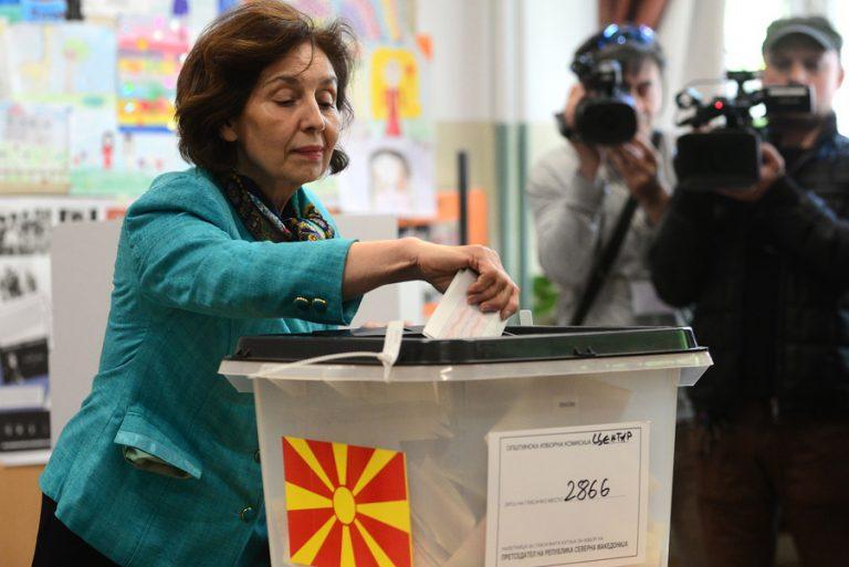 Στήθος με στήθος η μάχη των προεδρικών εκλογών της Βόρειας Μακεδονίας