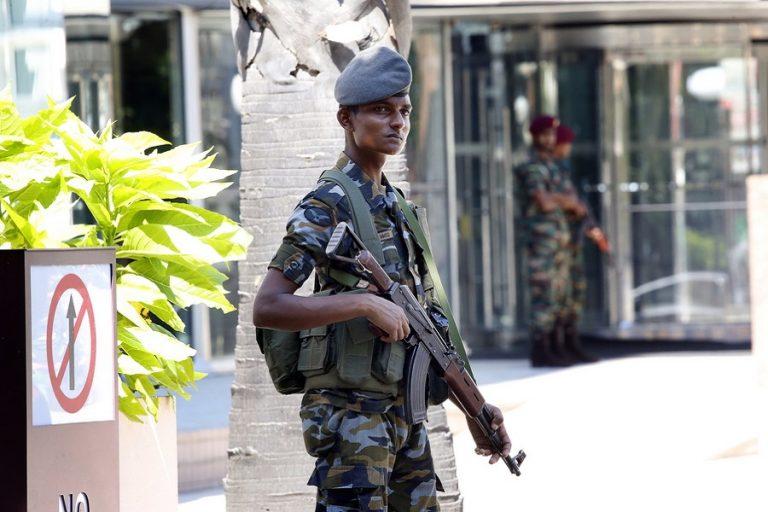 Σρι Λάνκα: 15 νεκροί σε αστυνομική επιχείρηση σε κρησφύγετο των καμικάζι
