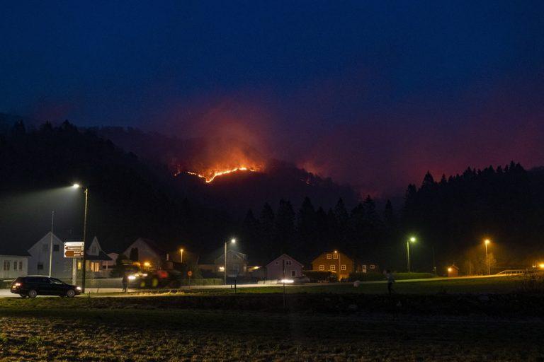 Ήδη ξεκίνησαν οι δασικές πυρκαγιές στην Σκανδιναβία – Φονικές πλημμύρες με 51 νεκρούς στην Νότια Αφρική
