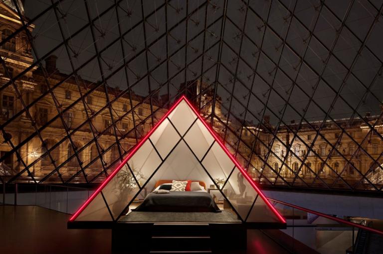 Μία διανυκτέρευση μέσα στο Λούβρο για δύο τυχερούς προσφέρει το Airbnb