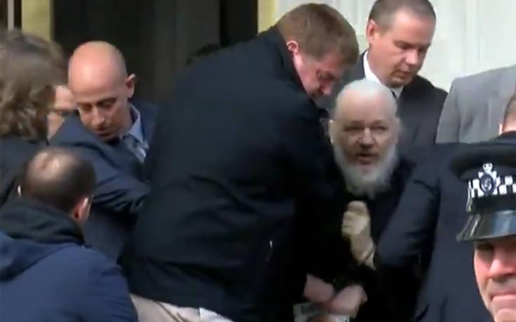 Συνελήφθη ο Τζούλιαν Ασάνζ – Δείτε σε βίντεο τη στιγμή της σύλληψης