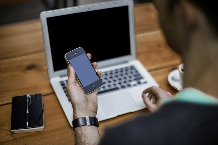 Δέκα χρήσεις του κινητού που εμποδίζουν την παραγωγικότητά σας στη δουλειά