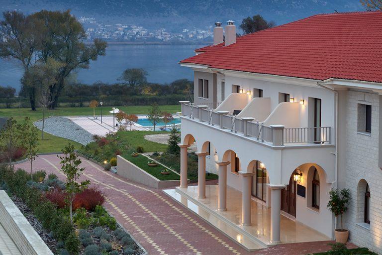 «Τhe Lake Hotel»: H νέα μεγάλη άφιξη στον τουριστικό χάρτη των Ιωαννίνων, με δύναμη τη φύση