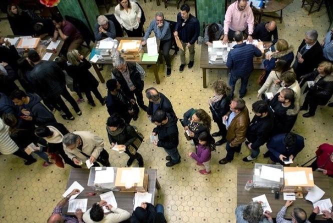 Ισπανία: Προηγούνται οι Σοσιαλιστές, δεν συγκεντρώνουν όμως πλειοψηφία – Στη Βουλή η ακροδεξιά