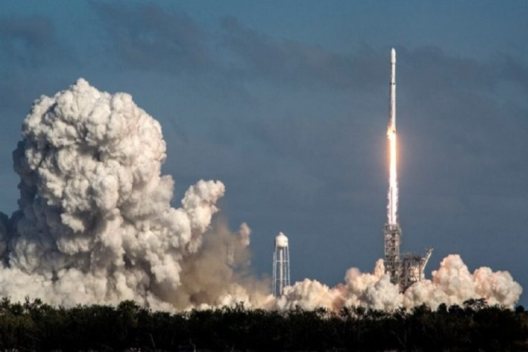 SpaceX: Η πρώτη εμπορική εκτόξευση για τον ισχυρότερο πύραυλο του κόσμου (Βίντεο)