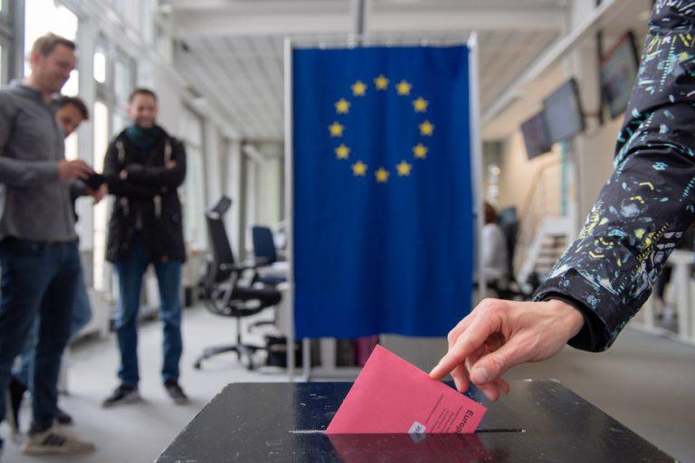 Ευρωεκλογές 2019: Πώς αναμένεται να διαμορφωθούν τα κόμματα και οι έδρες ανά χώρα