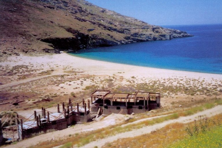 Στη Σέριφο η πρώτη ελληνική «smoke-free» παραλία