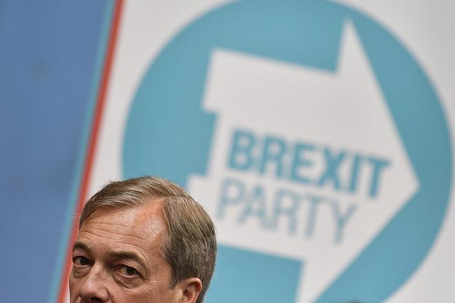 Πρώτο κόμμα στη Βρετανία το Brexit του Νάιτζελ Φάρατζ – Εκλέγει 24 ευρωβουλευτές