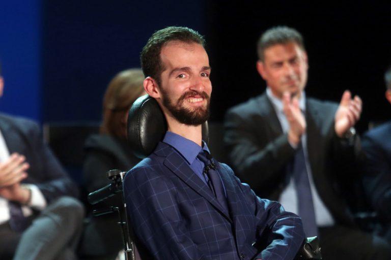 Στέλιος Κυμπουρόπουλος: Η ζωή του πρώτου σε σταυρούς ευρωβουλευτή
