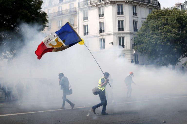 Εκτεταμένες συγκρούσεις στο Παρίσι με 165 προσαγωγές