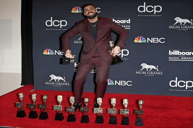 O Drake «σάρωσε» τα Billboard Music Awards