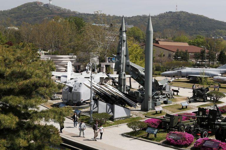 Πυραύλους μικρού βεληνεκούς προς τη θάλασσα της Ιαπωνίας εκτόξευσε η Βόρεια Κορέα στέλνοντας μήνυμα στις ΗΠΑ