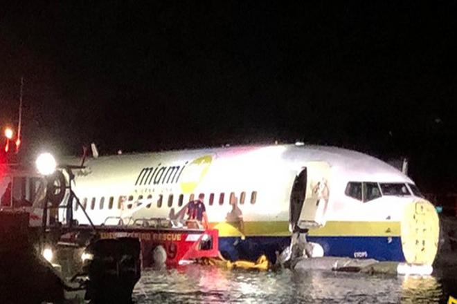 Σε ποτάμι κατέληξε αεροσκάφος Boeing 737 στη Φλόριντα των ΗΠΑ – Σώοι οι 143 επιβαίνοντες