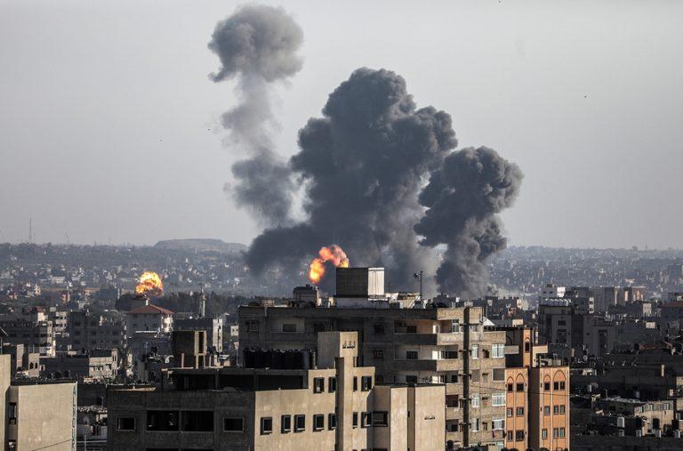 Επικίνδυνη κλιμάκωση στη Λωρίδα της Γάζας: Τουλάχιστον 200 ρουκέτες εκτοξεύτηκαν προς το Ισραήλ που απάντησε με επιδρομές