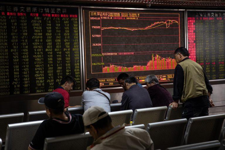 «Γκρέμισε» τις κινεζικές μετοχές ο Τραμπ – Οι απειλές νέων δασμών ταρακούνησαν τους επενδυτές